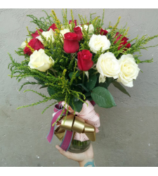 send 24 pcs. red and white roses in vase to cebu